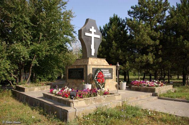 Памятный знак около Северного кладбища Ростова-на-Дону.
