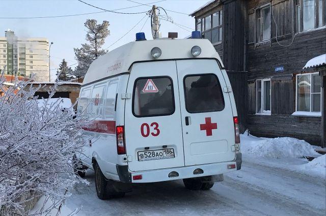 Молодую женщину с ранением живота доставили в больницу.