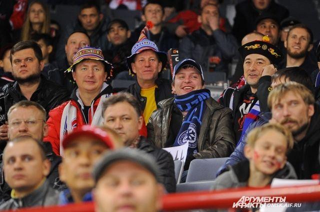 Хоккеисты «Авангарда» и«Сибири» подрались вовремя битвы заплей-офф КХЛ