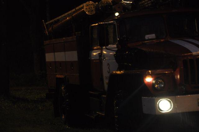 Пожар в жилом доме в Чусовом тушили 76 огнеборцев.