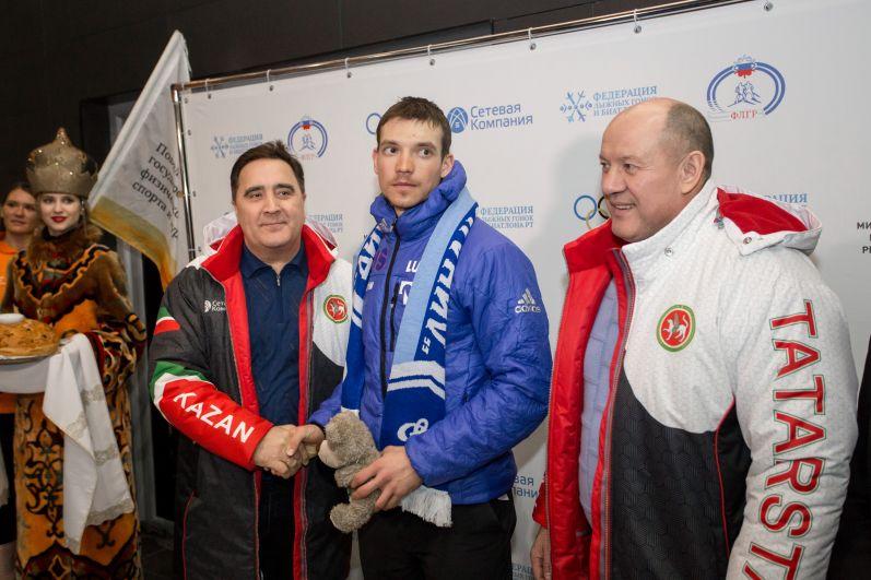 Андрей Ларьков поблагодарил всю команду, работавшую на Олимпиаде и президента Федерации лыжных гонок РФ Елену Вяльбе. Знаменитую лыжницу не пустили на Олимпиаду в составе официальной делегации и она полетела в Корею как простая болельщица.
