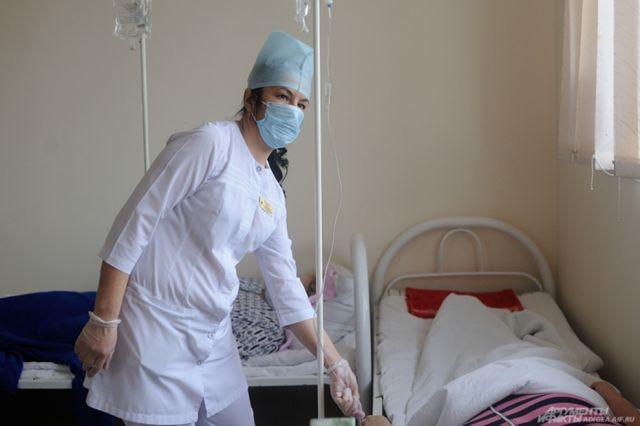 В стационарах ограничено посещение больных.