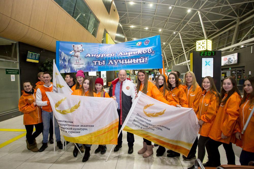 Группа поддержки из Поволжской академии физической культуры, которую окончил Андрей Ларьков.