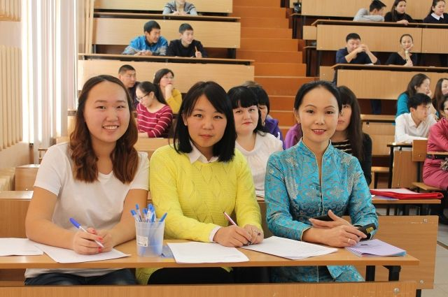 Эрдэм - это уникальная акция! Баира Нимаева (крайняя справа).
