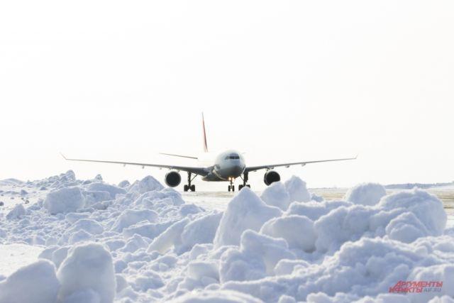 Самолёт улетел на запасной аэродром в Казань.