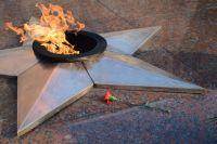 Яйца на «вечном огне»: Евросуд присудил Украине заплатить осквернительнице