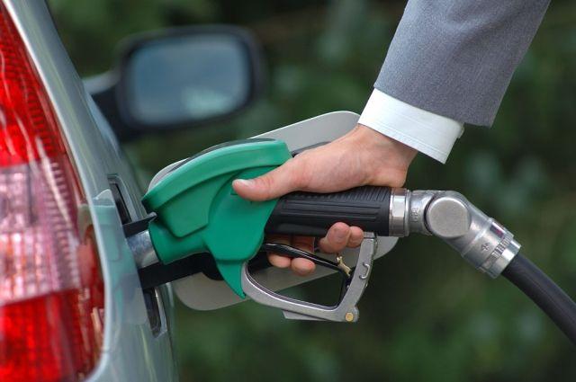 На украинских заправках бензин потерял в цене до 50 копеек