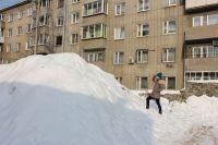 В Тюмени активно проходит уборка снега