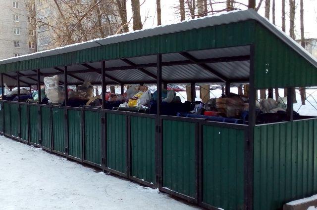 После введения новых правил по вывозу мусора переполненные контейнеры - обычное явление в Ярославле.
