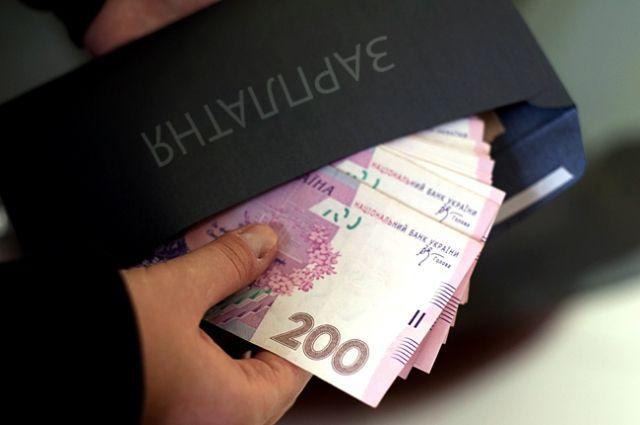 В Украине средняя зарплата превысила минималку в два раза