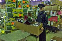 В преддверии 8 Марта магазины стараются заполнить склады максимально