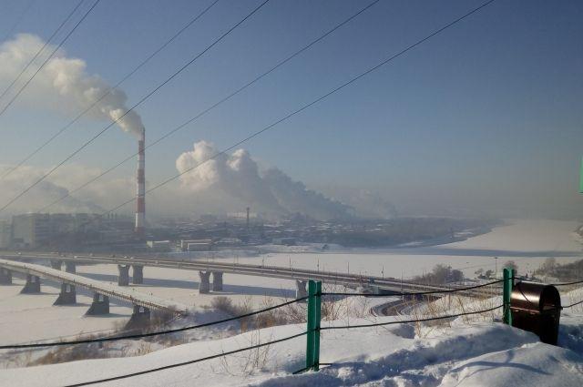 Тулеев поручил найти источники загрязнения воздуха в Кузбассе.