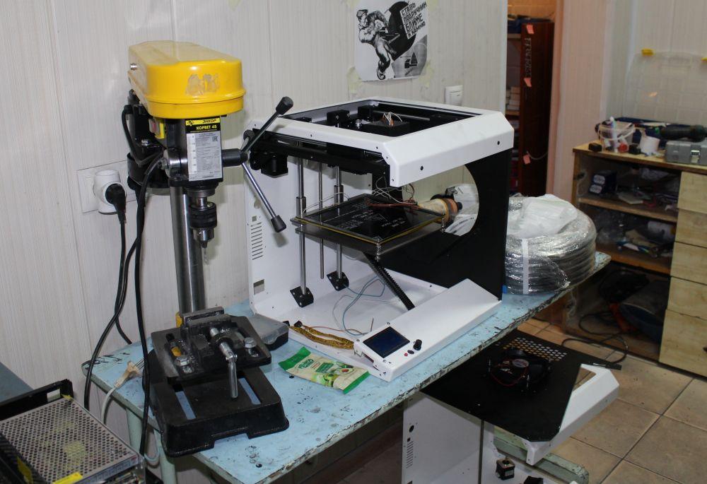 Сборка нового принтера для заказчика в процессе.