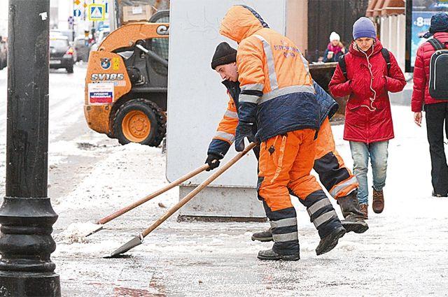 Жители города сегодняшней уборкой улиц недовольны.