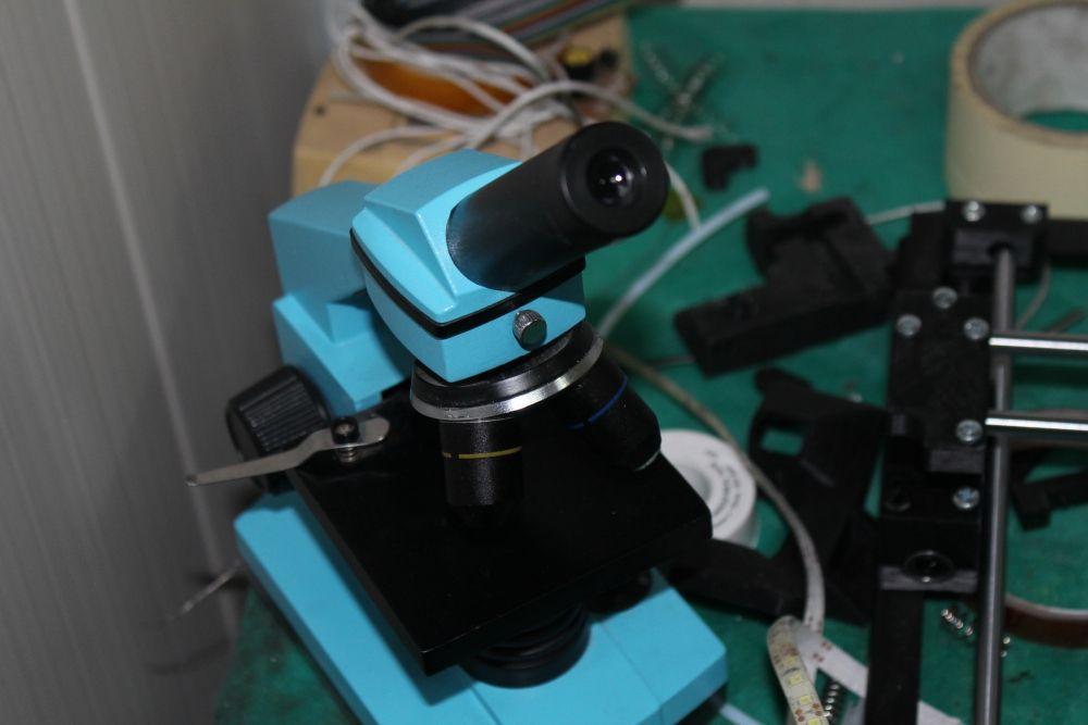 Этот микроскоп в мастерскую принес Михаил Козенко, он у него появился когда-то еще в школьные годы.