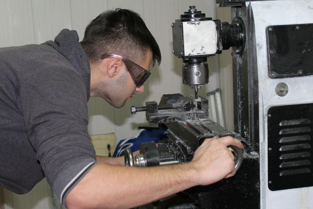 Все детали для принтеров выкачиваются на специальном фрезерном станке по металлу.