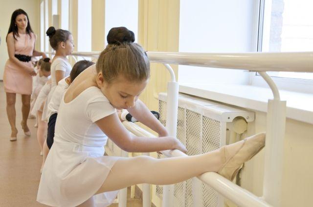 Месяц маленькие балерины будут заниматься в тишине.