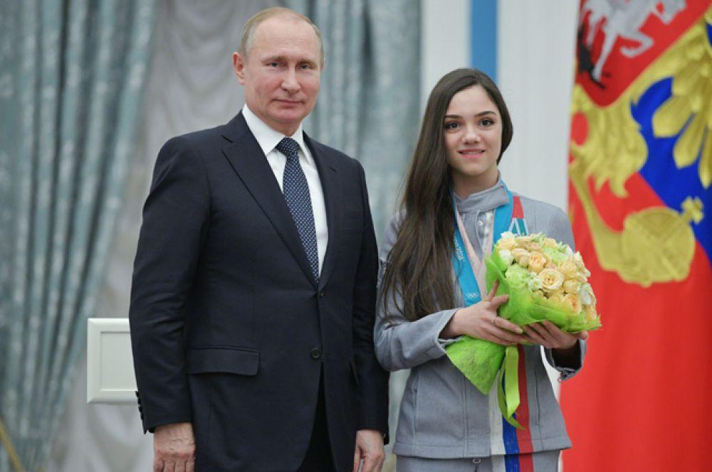 Президент РФ Владимир Путин вручил орден Дружбы Евгении Медведевой, завоевавшей серебряную медаль в женском одиночном фигурном катании на XXIII зимних Олимпийских играх в Пхенчхане.