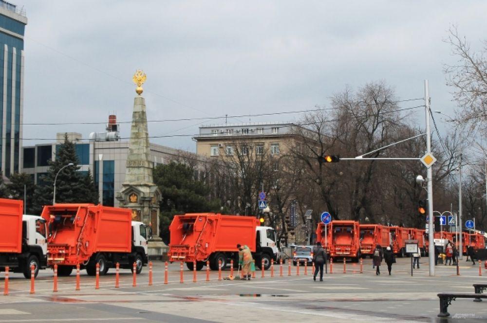 Среди новых машин мусоровозы грузоподъемностью от 5-и до 18-и тонн, подметально-уборочные машины зарубежного производства.