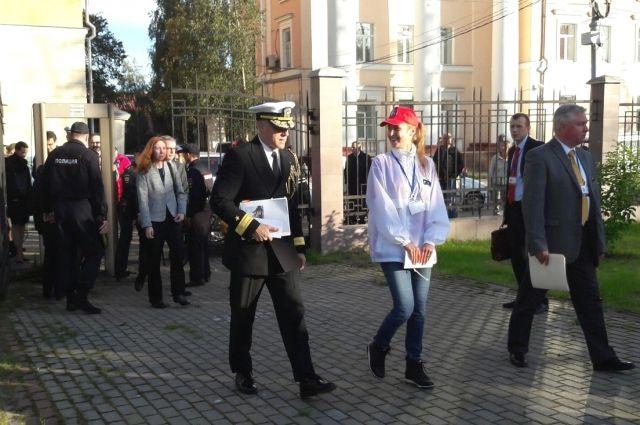 Архангельские волонтёры встречают британских гостей на праздновании 75-летия прихода в город первого союзного конвоя «Дервиш».