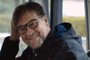 В конце клипа «Любовь не пропала» появляется сам Юрий Шевчук.