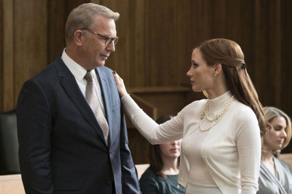 Фаворитом в номинации «Лучший адаптированный сценарий» стал Аарон Соркин за фильм «Большая игра».