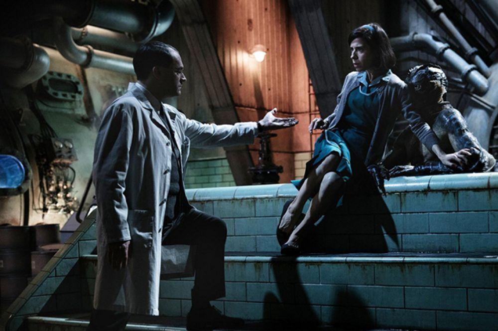 Фаворитом в этом году стал фильм «Форма воды» Гильермо Дель Торо. По мнению букмекеров, картина может стать победителем в номинациях «Лучший фильм года», «Лучший оригинальный сценарий», «Лучший режиссер».