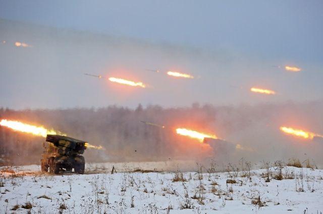 В Оренбуржье на Тоцком полигоне проходят тактические учения мотострелков.