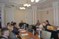 За круглым столом собрались представители предприятий энергетики, промышленности, крупных потребителей региона, профильных учебных заведений.