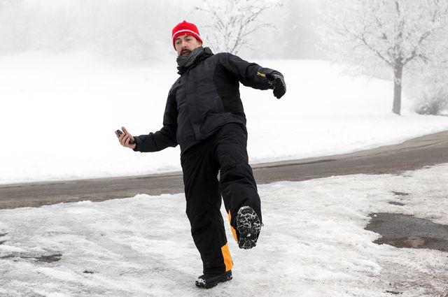 На льду следует быть очень осторожным.