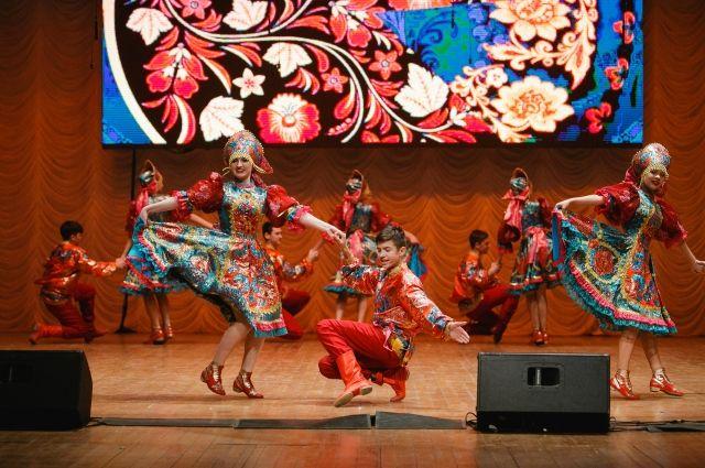 Более 400 школ Тюменской области споют хором на фестивале