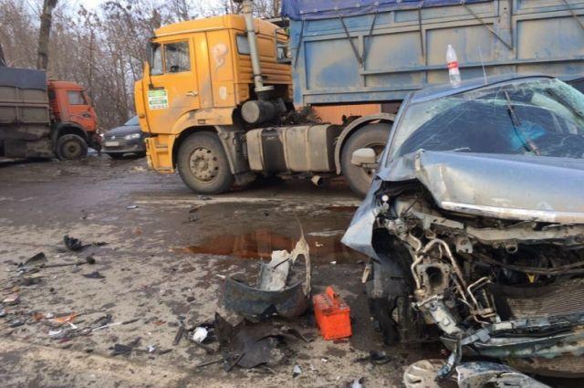 Натрассе Ростов— Ставрополь случилось массовое ДТП сКАМАЗом, есть пострадавшие