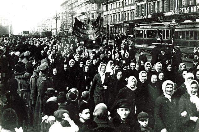 Женский митинг в Ленинграде, 8 марта 1917 года.