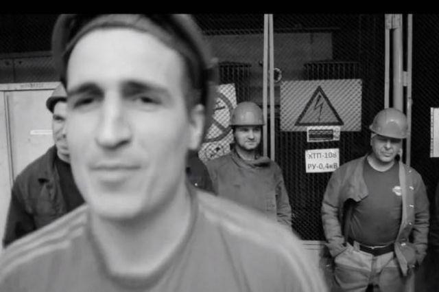 Брянский рабочий снял рэп-клип омашиностроительном заводе