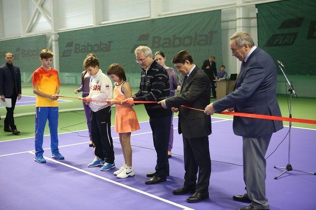 Теннисный клуб построен на деньги частного инвестора.