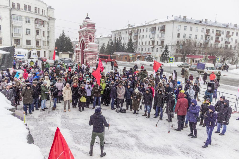 Наиболее многочисленным стал митинг против строительства мусоросжигательного завода.