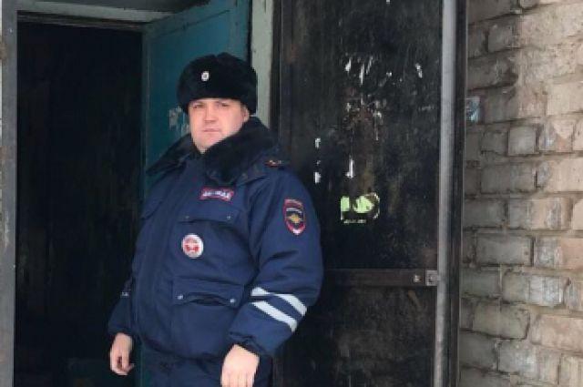 В Орске инспектор ДПС, едва не погибнув, спас на пожаре 4-летнюю девочку.