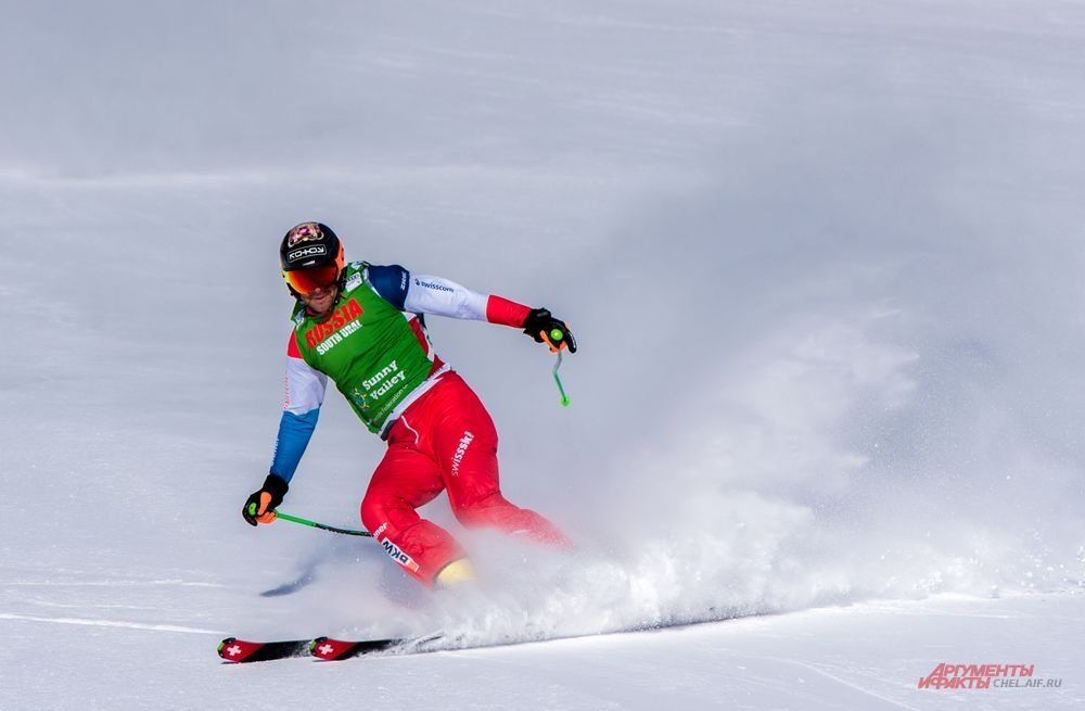 На финише спортсмен из Швецарии Йонас Ленер.