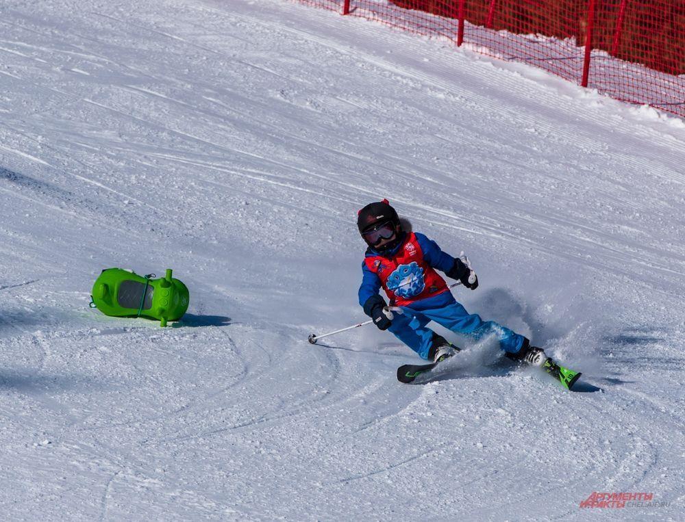 Впервые в программу соревнований включили детскую эстафету – SnowKidz, проходящую под эгидой Международной федерации лыжных видов спорта FIS. Эстафетные команды составили из воспитанников горнолыжных секций и лидеров кубковых соревнований.