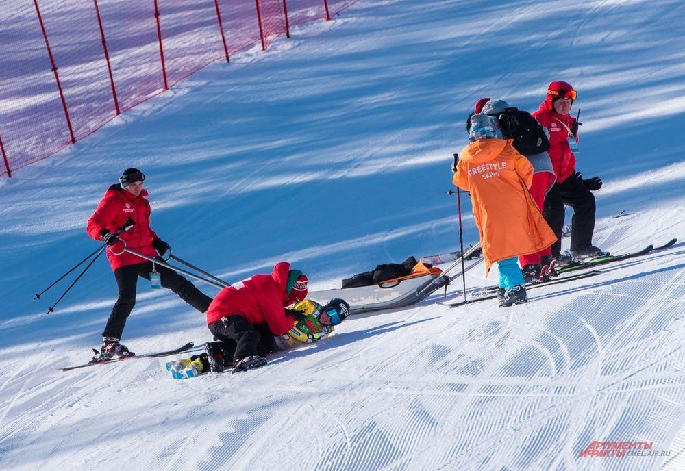 Лидер общего зачёта Кубка мира по ски-кроссу Сандра Нэслунд (Швеция) в первый соревновательный день совершила падение и не смогла закончить полуфинальный заезд. К счастью, травма оказалась незначительной и спортсменка смогла самостоятельно покинуть трассу. На следующий день Сандра одержала победу в финальном заезде.