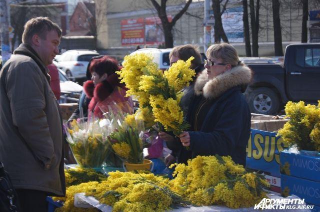 Цены на цветы перед 8 Марта в Нижнем Новгороде увеличились в 1,5-2 раза.