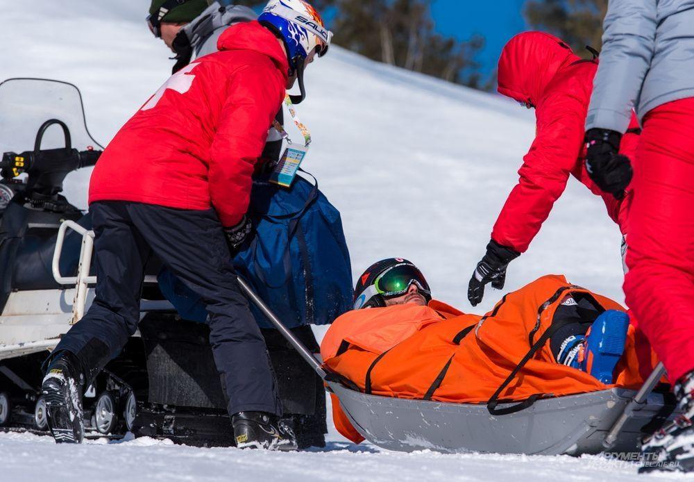 Первый финальный день Кубка по ски-кроссу не обощелся без травм. Спортсмен из Канады Мэтью Людюк получил травму колена, которая потребовала эвакуации с соревновательной трассы.