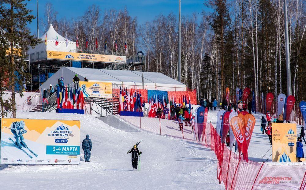 Соревновательный городок принял на своей территории огромное количество болельщиков.