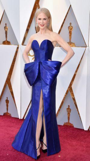 Николь Кидман выбрала для своего выхода синее платье, такой же цвет предпочла и Дженнифер Гарнер.