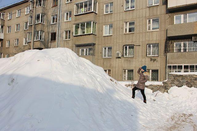 В Тюмени ликвидируют последствия снегопада