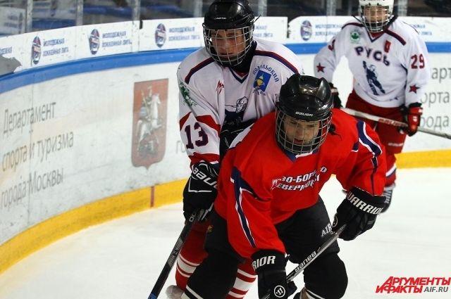 Возможно, эти ребята скоро станут хоккейными звёздами.