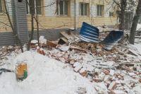 В Тюмени осыпался пятиэтажный кирпичный дом