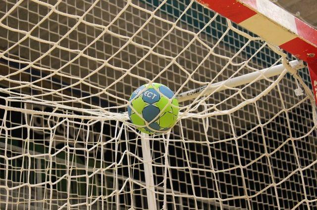 Пермские гандболисты занимают девятое место в Суперлиге.
