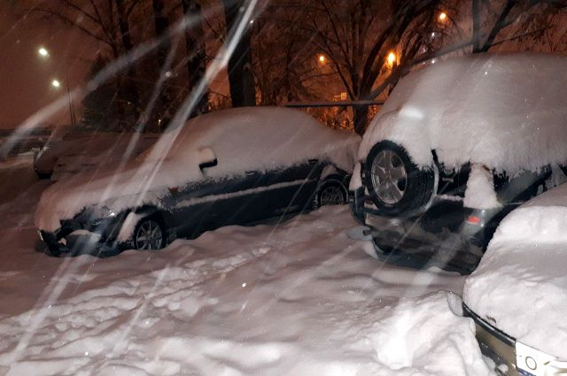 В Тюмени из-за снегопада образовались 9-балльные пробки