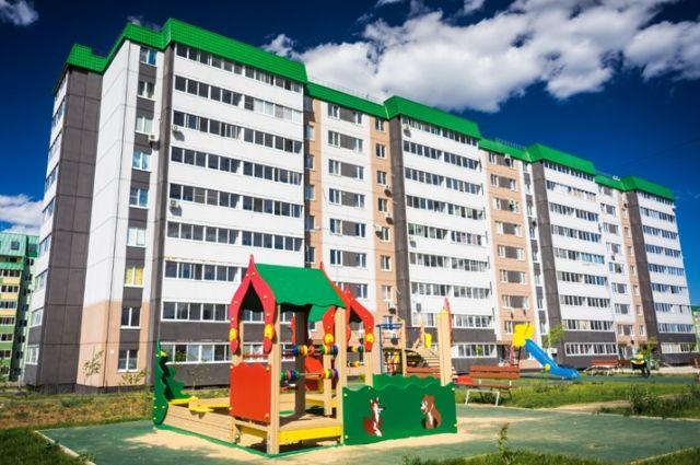 Микрорайон очень уютный и «зелёный» благодаря окраске фасадов домов, многочисленным кустарникам и деревьям. А ещё здесь много мест притяжения для жителей, детских и спортивных площадок.